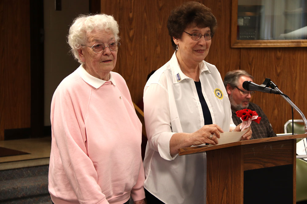 American Legion Auxiliary Unit #174 to distribute poppies on Remembrance Day